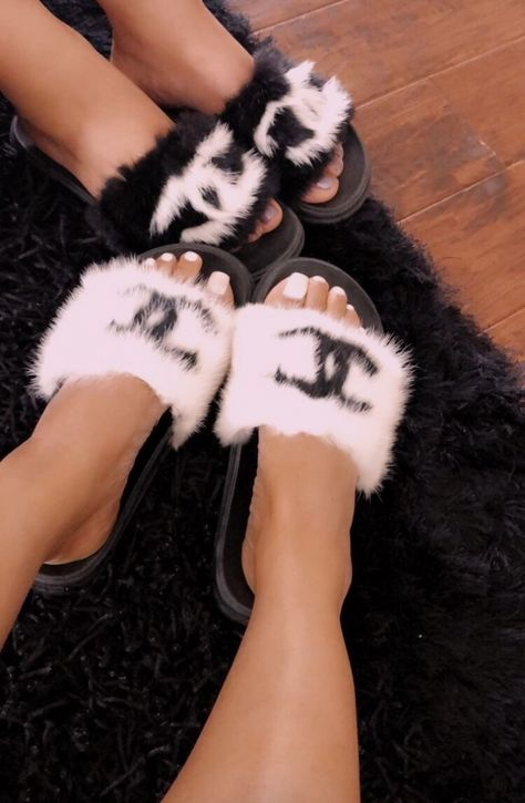 Sporting activities sandals perfect for saturday and sunday activities and trekking holiday seasons, our women's moving sandals. Classy Aesthetic, Aesthetic Shoes, Bad Girl Aesthetic, Fluffy Shoes, Cute Slides, Mode Chanel, Hype Shoes, Fresh Shoes, Mode Outfits