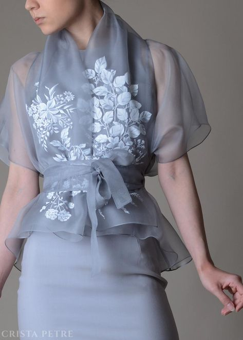 Silk organza blouse with hand painted details Organza Couture Mode, Couture Fashion, Filipiniana Dress, Fashion Dresses, Peplum Dresses, Bandage Dresses, Fashion Sets, Silk Organza, Elegant Outfit