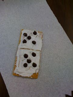 Great idea for teaching doubles addition with graham crackers, icing, and chocolate chips.