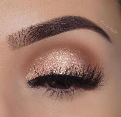 Beautiful gold eye makeup look with whispy lashes | Best Bridal Makeup Looks
