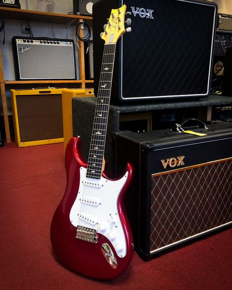 The John Mayer Silver Sky Has Arrived More Than Two And Half Years In The Making This Is A Vintage Inspired Instrument With Electric Guitar Guitar John Mayer