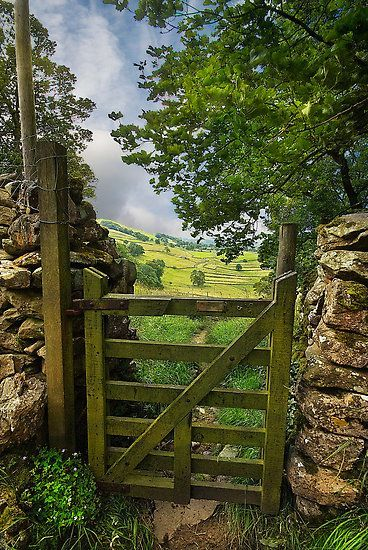 """bluepueblo: """" Valley Gate, Yorkshire Dales, England photo via andrea """" Country Life, Country Roads, Country Living, Country Walk, Yorkshire Dales, Yorkshire England, Cornwall England, North Yorkshire, English Countryside"""