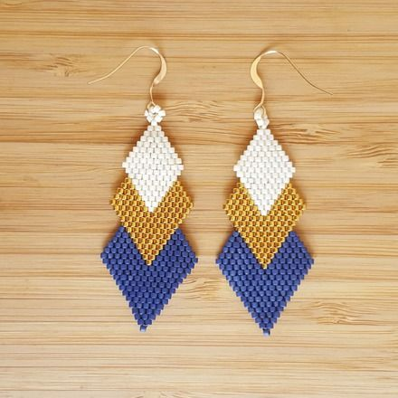 "3/"" Long Handmade Noir /& Blanc Lustre Style Dangle Seed Bead earring"