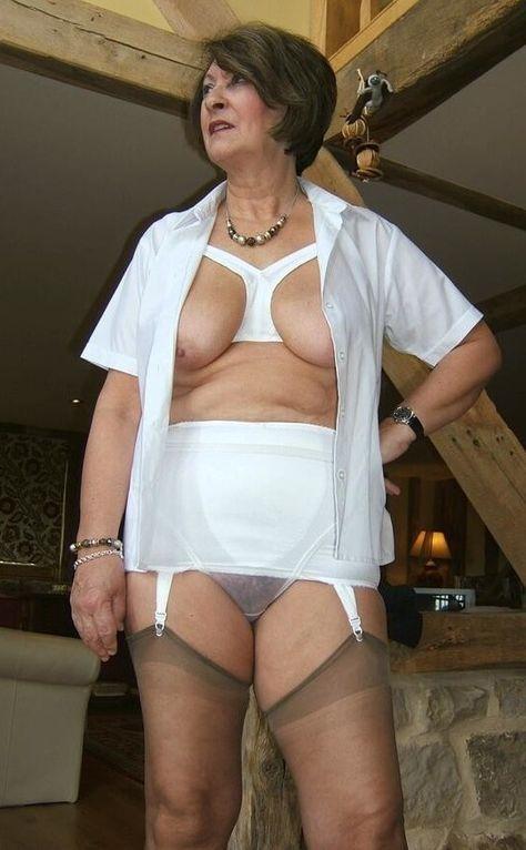 granny nackt bild