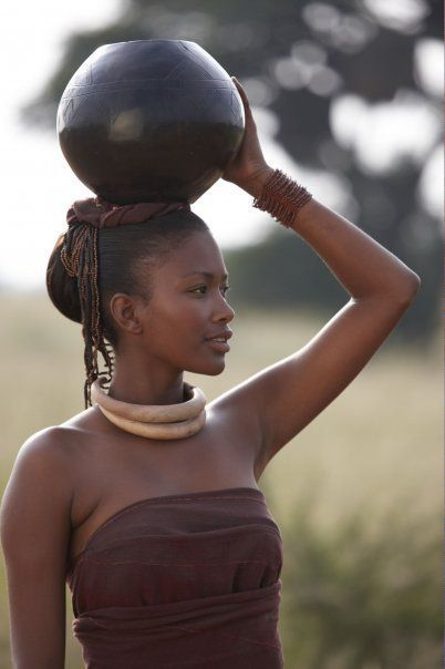 Zulu African Black Woman- Mujer Negra Africana Zulu con cántaro