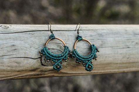 pendientes de macramé verde azulado azul con por TribalMacrame