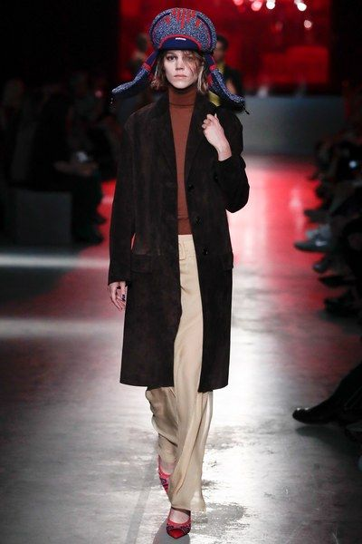 Prada Resort 2019 Fashion Show   Tendencias de moda, Moda