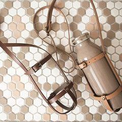 100均ハンドメイド ダイソーベルトでレザープラントハンガーを作ってみました ボトルホルダー応用編 ペットボトルホルダー 作り方 ボトル ホルダー ペットボトルホルダー
