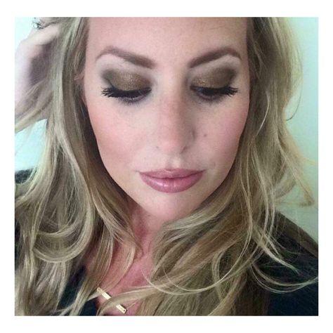 "When a client is ""feeling herself"". She's wearing 3D Fiber Lash Mascara and Splurge EyeShadow Cream in Tenacious. ✌  Order from http://www.liplashandliner.com/  #tenacious #love #beauty #amazing #TeamWestCoast #DreamTeam #longlashcuties #landoflonglashes #makeup #younique #mascara #mua #beautiful #fiberlashes"