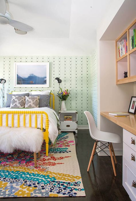 Even though I don't have girls I still love looking at tween girls bedrooms. They are so pretty! I am used to boys, lots of blue and masculine touches, but it's fun to see what the trends are when it comes to the girls. First it's the nursery, then a little girls bedroom, then to tweens...