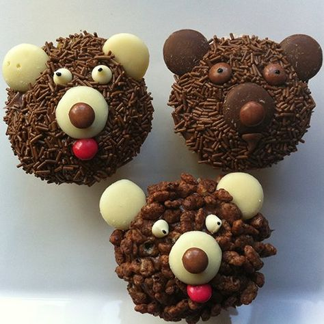 These teddy bear cakes are so easy to make and look great. The perfect addition to your teddy bear picnic theme party.