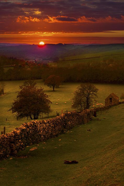 Sunset, Peak District, Derbyshire, England (the countryside where Lizzie meets Mr. Beautiful Sunset, Beautiful World, Beautiful Places, Simply Beautiful, Amazing Places, All Nature, Nature Tree, Amazing Nature, Peak District