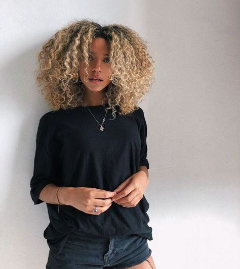 Lace Frontal Wigs Short Curly Weave Hairstyles 2017 Curly Half Up Half Down Hairstyles Weave Best Women Curly Wigs Loose Curly Bob Wig Short Curly Weave Hairstyles, Down Hairstyles, Curly Hair Styles, Natural Hair Styles, Blonde Curly Hair Natural, Highlights Curly Hair, Saree Hairstyles, Night Hairstyles, Simple Hairstyles