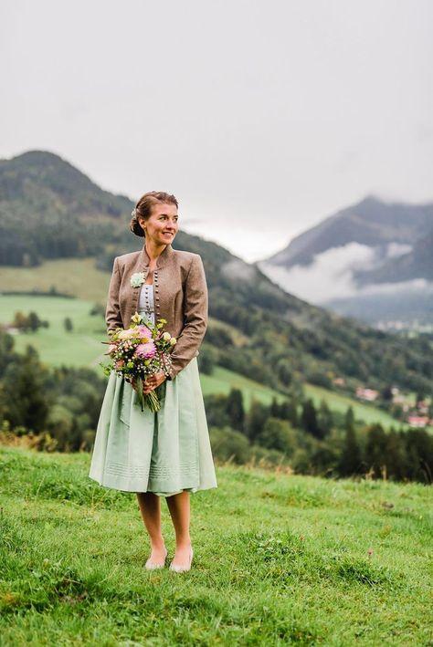 Regenhochzeit in Tracht auf der Stöger Alm am Schliersee | Hochzeitsgezwitscher