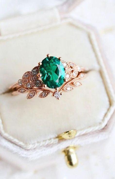 Wedding Rings Vintage, Wedding Rings For Women, Vintage Engagement Rings, Emerald Ring Vintage, Gemstone Engagement Rings, Emerald Jewelry, Unique Vintage Rings, Unconventional Engagement Rings, Emerald Wedding Rings