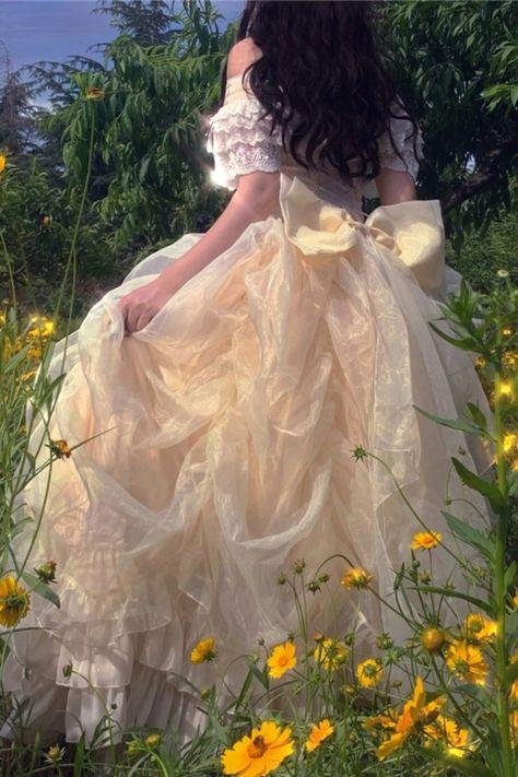 Aesthetic Vintage, Aesthetic Fashion, Aesthetic Clothes, Foto Fantasy, Fantasy Dress, Pretty Dresses, Beautiful Dresses, Pretty Clothes, Princess Aesthetic
