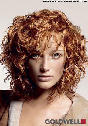 Wild Gelockter Stufen Bob In Rot Blond Uber Alle Curly Hair Styles Medium Curly Hair Styles Medium Hair Styles