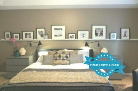Bilderleiste An Der Wand Hinter Dem Bett Im Schlafzimmer In 2020
