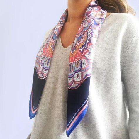 Pañuelo Semi Seda Floral Mandala, Bandana Seda para el Cuello o Fular para el Pelo Azul Marino y Coral, Ideas de regalo para ella