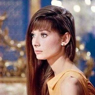 Audrey Hepburn Eternally On Instagram Audrey Was So Beautiful With Long Hair Stills From Pari Audrey Hepburn Hair Audrey Hepburn Photos Audrey Hepburn Style