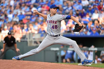 Jacob Degrom S Sharp Pitching Gives Mets The Win Over The Royals Mets Sports News Cycling News
