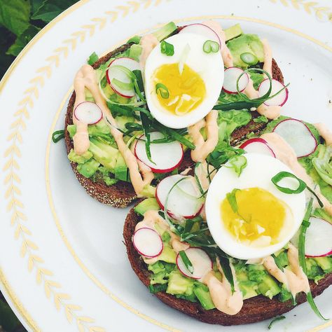 Avocado toast with egg, sriracha mayo, radish and curled scallion #avocado #avocado recipes #avocado salad #avocado smoothie #avocado toast #avocat farci #avocat noyau #avocat recette #avocat salade