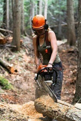 How to Cut a Tree Stump with a Chainsaw