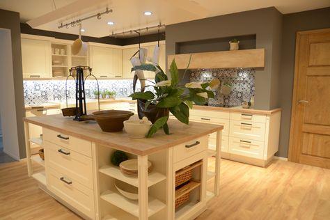 Moderne Landhausküche mit Holzarbeitsplatte Schneiderines