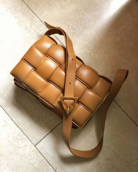 One of the most delicious looking colors this bags comes in 🤍 The Padded Cassette in Caramel is part of the Pre-Spring 2020 collection ✨… Luxury Bags, Luxury Handbags, Leather Crossbody Bag, Leather Backpack, Sacs Design, Spring 2015 Fashion, Designer Shoulder Bags, Mode Outfits, Cloth Bags