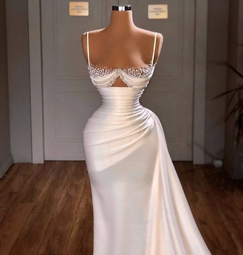 Glam Dresses, Event Dresses, Fashion Dresses, Stunning Dresses, Pretty Dresses, Designer Evening Gowns, Fancy Gowns, Mode Outfits, Prom Outfits