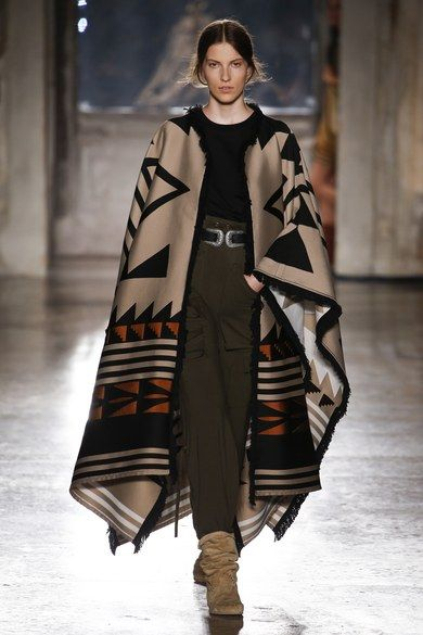 Alberta Ferretti Resort 2019 collection, runway looks, beauty, models, and reviews.