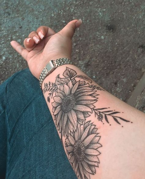 Sunflower tattoo discovered by ღ Ⓢ♡ⓟⓗⓘɘ ❣ on We Heart It Forearm tattoo – Fashion Tattoos Xoil Tattoos, Forarm Tattoos, Cute Tattoos, Body Art Tattoos, Tattoos For Guys, Henna Tattoos, Tattoo Ink, Tatoos, Girl Arm Tattoos