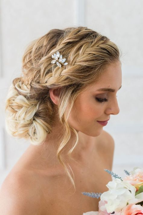 Brides & Hairpins Marianna Comb, Size One Size - Metallic wedding hair Brides & Hairpins Marianna Comb Prom Hairstyles, My Hairstyle, Beach Wedding Hairstyles, Teenage Hairstyles, Elegant Hairstyles, Big Curls Hairstyles, Bridal Party Hairstyles, Hairstyles For Weddings Bridesmaid, Hairstyle Ideas