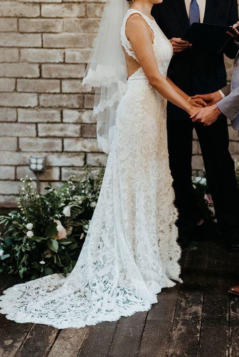 Bhldn Ventura Size 4 Used Wedding Dress Side View On Bride
