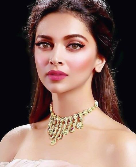 Yay Or Nay How S This Gyzzz Also Give Rating 1 10 Also Give Any Emoji In Deepika Padukone Style Deepika Padukone Deepika Padukone Makeup