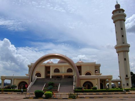 Outer View Kampala National Mosque Uganda National Mosque Colonel Muammar Gaddafi Of Libya Commissioned The Mosque As A Gif Mosque Beautiful Mosques Uganda