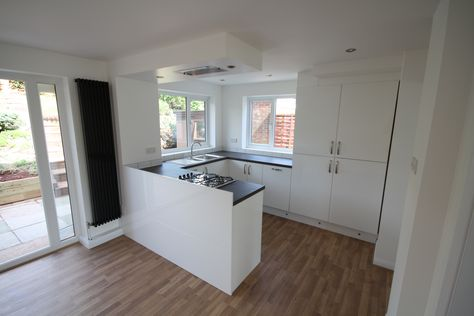 gloss white kitchen with flush ceiling extractor, plinth lighting