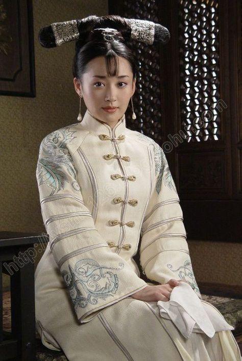 Xu Qin in Qing Dynasty clothes.