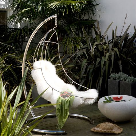 With lush tropical planting & this fabulous seat - even the tiniest of spaces can be transformed into a stylish oasis.
