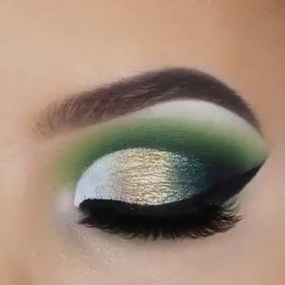 Green is good. A makeup look and tutorial #ModelBeautyRoutine #EyeMakeupBronze