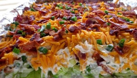 Homemade Seven Layer Salad Recipe - shredded lettuce, celery for crunch, tasty mayo dressing mixture and topped with cheese and bacon. Best Vegetable Recipes, Vegetarian Recipes, Cooking Recipes, Healthy Recipes, Easy Salad Recipes, Easy Salads, Summer Salads, Jelly Recipes, Nacho Salat