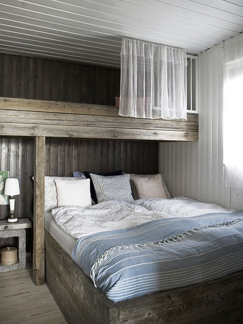 Reading Lights Embedded In Underside Of Top Bunk Over A Queen Bed For Kis S Rooms An Ode To Bunk Beds 10 Examples We Love Desi Home Bunk House Home Bedroom