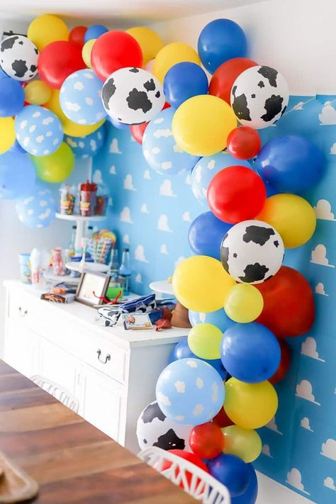 Plan a fun Toy Story themed party with a Toy Story Balloon garland. I'm sharing how to create a balloon garland with a Toy Story theme. It's the perfect pop to any themed party. Fête Toy Story, Bolo Toy Story, Toy Story Baby, Toy Story Cakes, Toy Story Food, Toy Story Theme, 2nd Birthday Party Themes, Baby Boy 1st Birthday, Party Themes For Kids