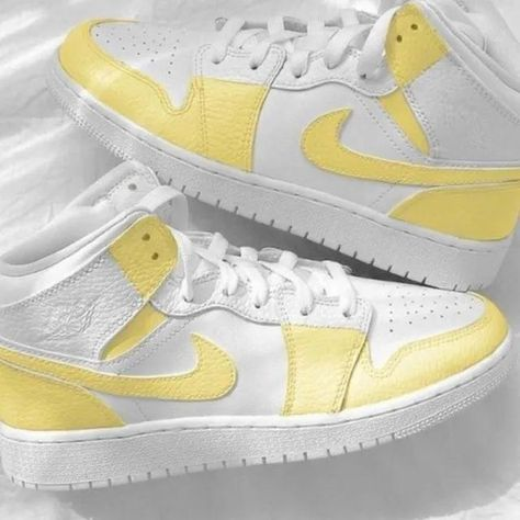 ✨Triple white Air Jordan 1 mids featuring the prettiest colorway! Lowest price you'll find for authentic handpainted Jordans😊 ✨All sizes available! The size may be converted to youth/men's depending on what's in stock. ✨Authentic, brand new in box. ✨100% hand painted to perfection❤️ ✨Waterproof and scratchproof ✨Please make sure that you choose your correct size using Nike's size guide and you are okay with the shipping time ✨Subscribe to be the first to know when I list new customs!💌