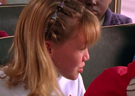 Butterfly Clip Hairstyles Ideas In 2020 Best Lizzie Mcguire Hair Moments From the Early 2000s Hairstyles, Clip Hairstyles, Summer Hairstyles, Pretty Hairstyles, Lizzie Mcguire, Pelo Indie, Hair Inspo, Hair Inspiration, Aesthetic Hair