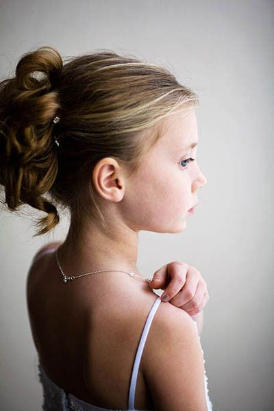 pretty, simple flower girl hair :)