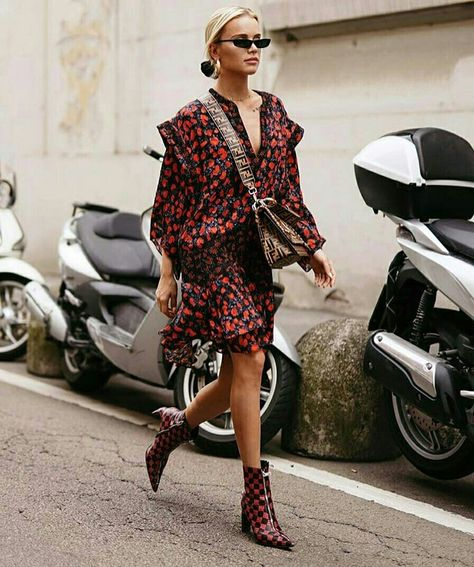 MINI VESTIDO ESTAMPADO COM BOTA DE CANO CURTO - @streetstylegallery_- #minivestido #vestido #dress #vestidoestampado #moda #estilo #tendência #fashion #fashionblog #modafeminina #streetstyle #streetfashion #streetwear #modaderua #estiloderua #outfitt #ootd #outfitoftheday #outfitideas #outfits #looks #lookoftheday #lookdodia #look #GostoDisto
