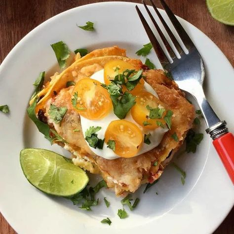 Tortilla Chicken Pierecipe is a quick taco pie meal to make with a few pantry food items, and fresh ingredients such as tortillas, rotisserie chicken, and cheese. #tacopie #chickenpie #pie