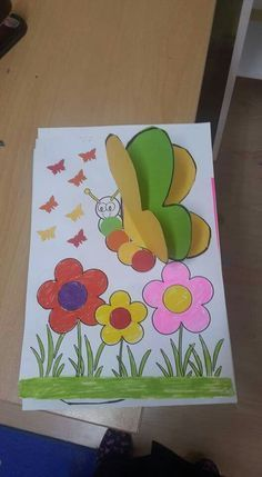 Maternelle Apres Avoir Peint Le Fond Bleu Les Enfants Ont Colle Les Carres Creations De Maternelle Loisirs Creatifs De Printemps Projets Creatifs Pour Enfants