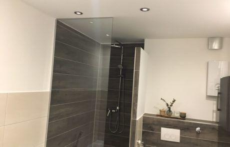 Referenzen Badsanierung Badezimmerspiegel Sanierung
